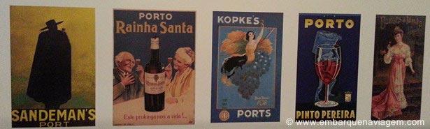 Rótulos de garrafas de vinho