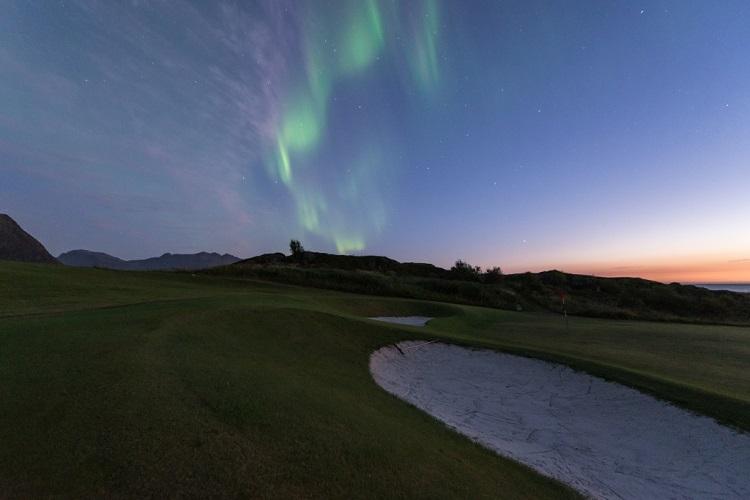 golfe no Sol da meia-noite