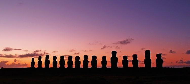 Estátuas moais, na Ilha de Páscoa chile