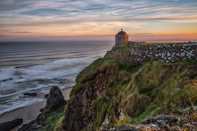 O Templo de Mussenden e Downhill Beach, Irlanda