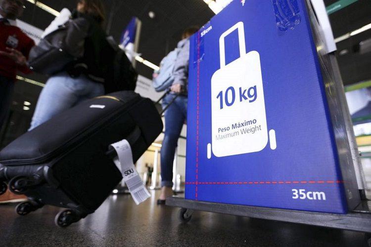 A sua bagagem de mão tem peso e as medidas certas?