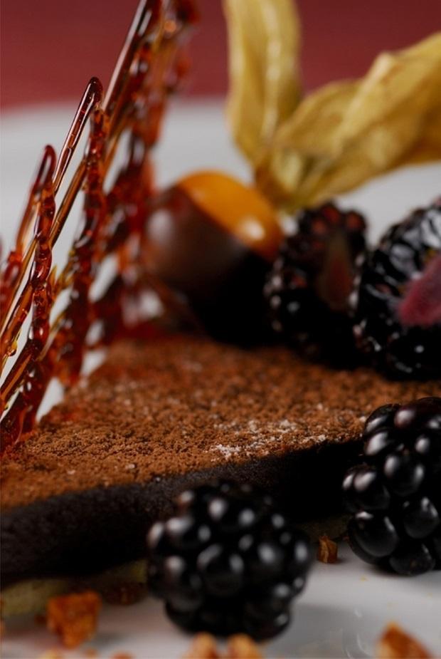 """A """"Reine de Sabá"""", é uma homenagem à Rainha de Sabá, preparada com amêndoas em pó e chocolate"""