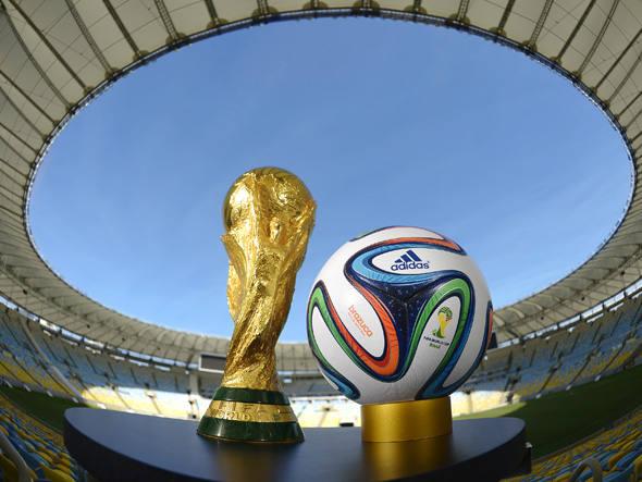 A Brazuca foi aprovada e testada por 600 jogadores profissionais de 10 países diferentes.