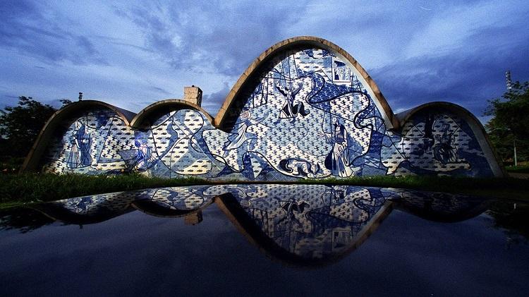 A-Igreja-da-Pampulha-em-Belo-Horizonte-projetada-pelo-arquiteto-Oscar-Niemeyer