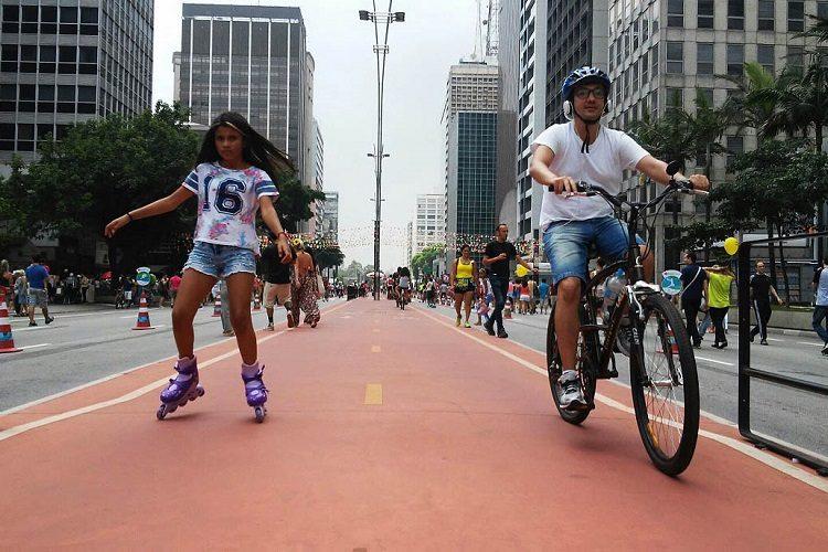 Movimento de ciclistas e pedestres na avenida Paulista, na tarde de domingo. Foto: André Tambucci/Fotos Públicas