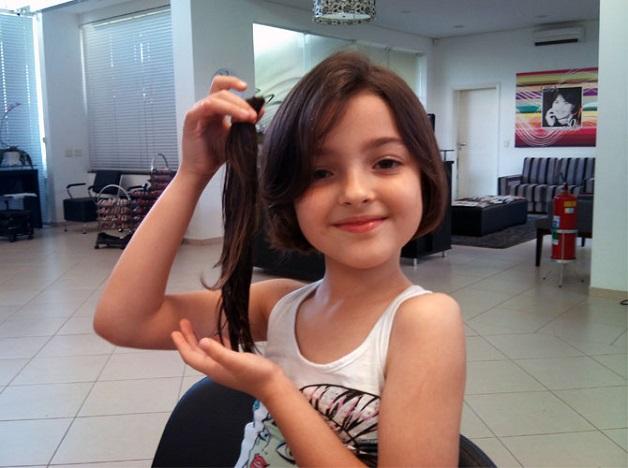 Alice Sanches, de apenas 6 anos, já pratica atitudes de solidariedade, como a doação de seu longo cabelo para a confecção de perucas. Foto: Hospital do Câncer