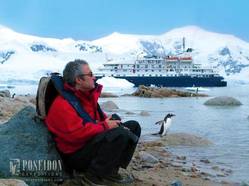 Antartica-navio-e-pinguim-1