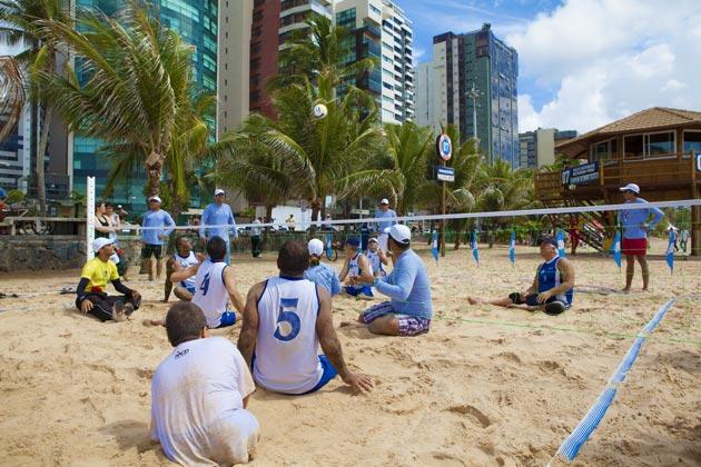 Atividade esportiva de vôlei sentado - Foto Gustavo Galvão