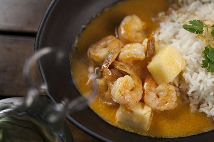 Curry Tailandes de Camarão e Abacaxi com Arroz basmati. Foto: Rodrigo Azevedo