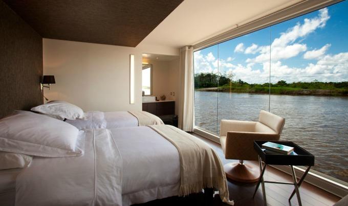 Barco hotel Aria Amazon1