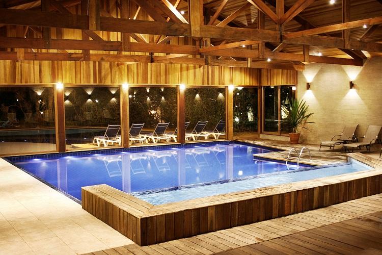 cassio-tavares-piscina-coberta-noite