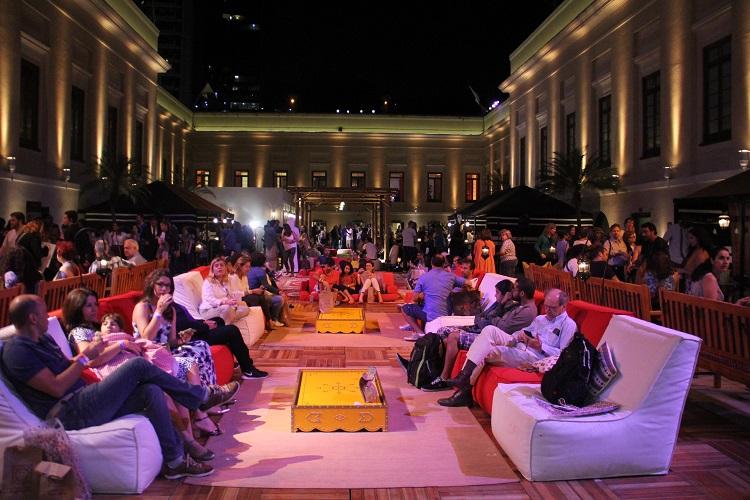 A Bayt Qatar esteve aberta ao público, e proporcionou uma viagem pela cultura árabe através dos mais variados elementos: Gastronomia, músicas, arquitetura, dança, decoração, performances, desfiles de moda, cerimônias culturais e até mesmo através do olfato. Foto: Eduardo Madeira