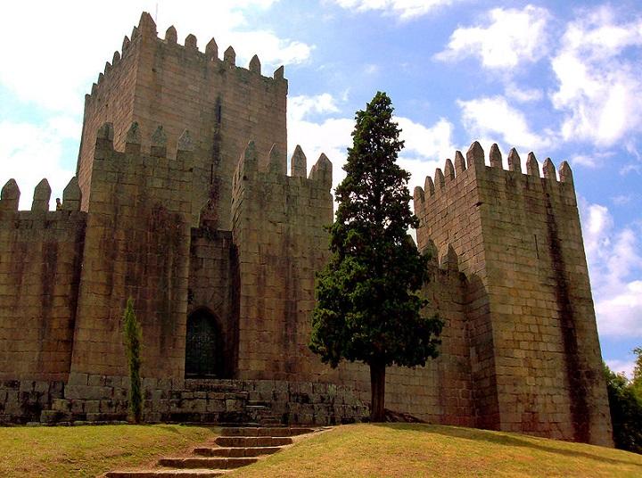 Castelo-de-Guimarães-Marco-Aldeia