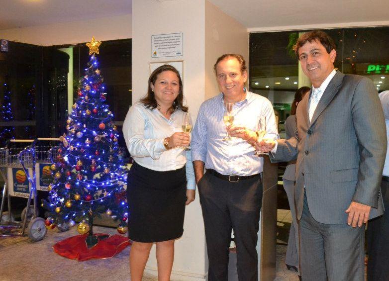 Catarina Martins, gerente geral do Comfort Hotel Fortaleza;  Binho Bezerra, investidor; e Bretis de Castro, síndico