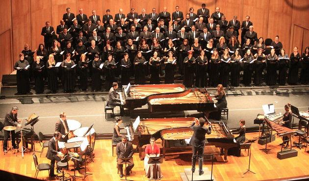 """Concerto do Coro e Conjunto de Percussão da OSTM - """"Catulli Carmina"""" com participação de dois solistas e quatro pianistas"""