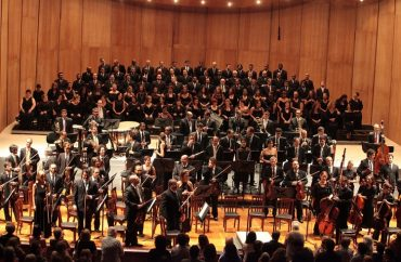 Coro e OSTM. Foto: Salvador Scofano
