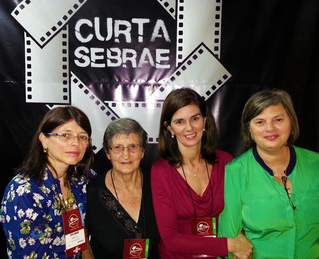 Dona Ignez dos Santos e as filhas Içara, Mara e Rita.