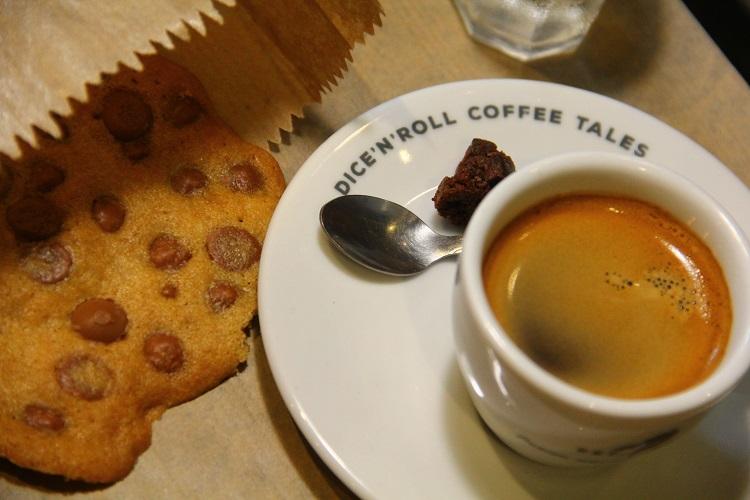 dicen-roll-coffee-tales-7
