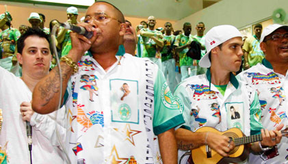Dudu Nobre é um dos autores do samba da Mocidade Independente de Padre Miguel e é figura garantida nos ensaios.