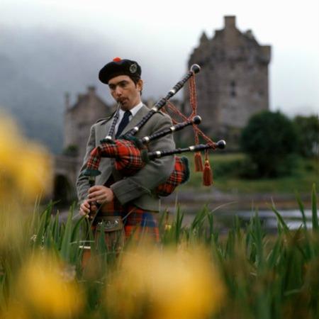 Eilean Donan Castle, Highlands, Scotland, UK.reduzida