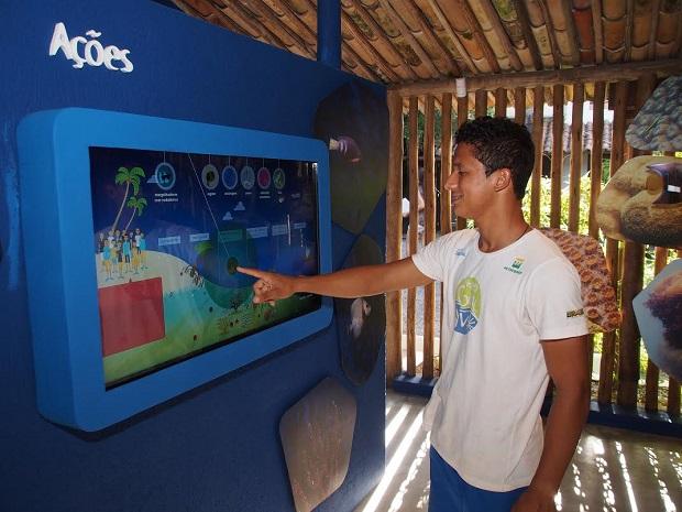 Tela Interativa - Ambientes Marinhos com jogo divertido para conscientizar sobre conservação marinha