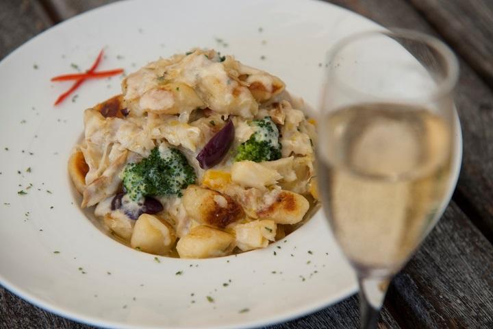 Nhoque Mediterrâneo (nhoque de aipim com lascas de bacalhau, pimentões, azeitonas e brócolis) do restaurante Picolino. Foto: Adriana Lorete