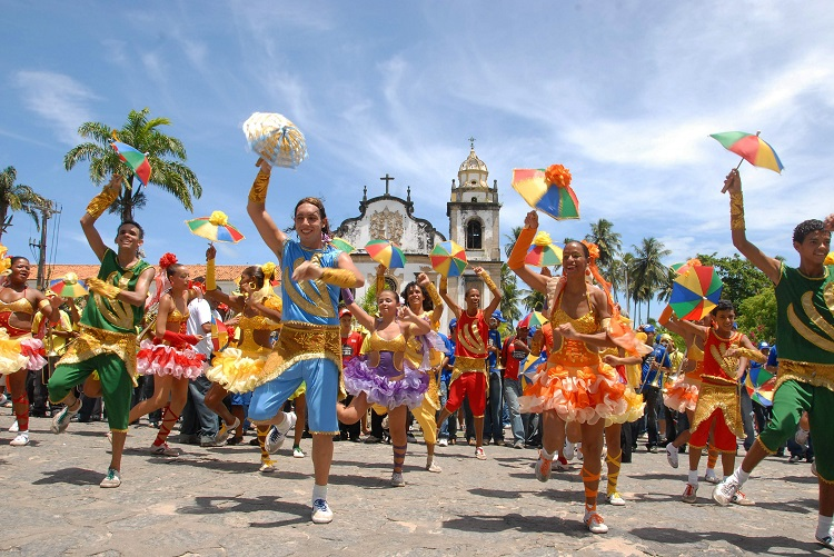 Frevo_dancers_-_Olinda,_Pernambuco,_Brazil