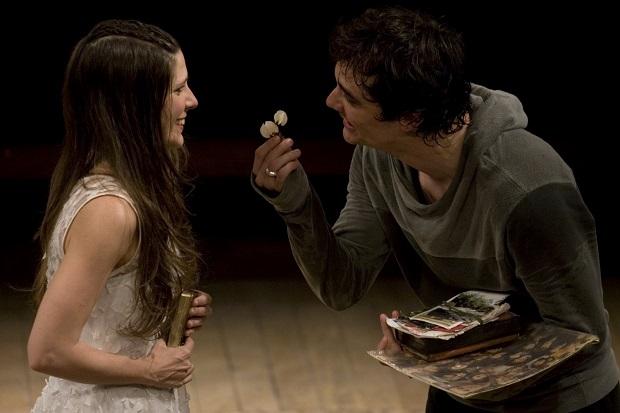 Georgiana Góes (Ofélia) e Wagner Moura (Hamlet) em Hamlet