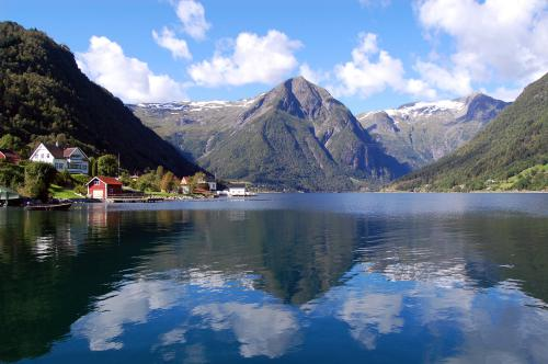 Houses-by-the-Sognefjord