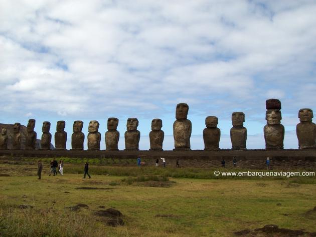 Ahu Tongariki - A maior plataforma de Moais. Ao todo foram 15 restaurados após um Tsunami ter derrubado boa parte deles.