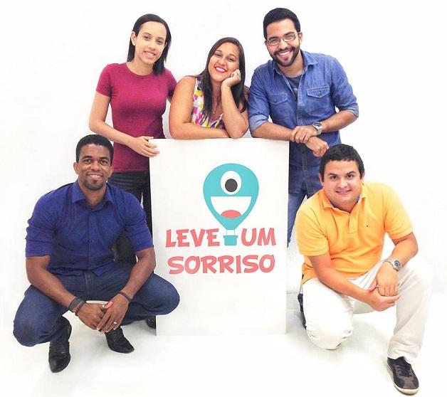 Léo, Suzana, Flávia, Philippe e Tarcyo. Eles fazem parte do Leve um Sorriso. E você também pode fazer parte desse grupo.