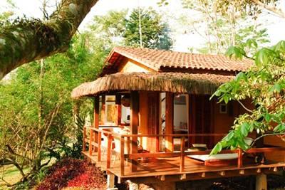Localizada na cidade histórica de Paraty, a Pousada Bromélias é uma opção de turismo, lazer e descanso.