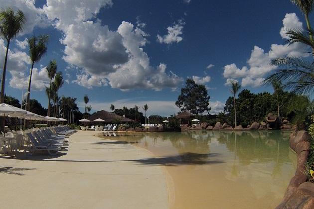 Piso revestido em poliuréia possibilita um acabamento similar à areia da praia