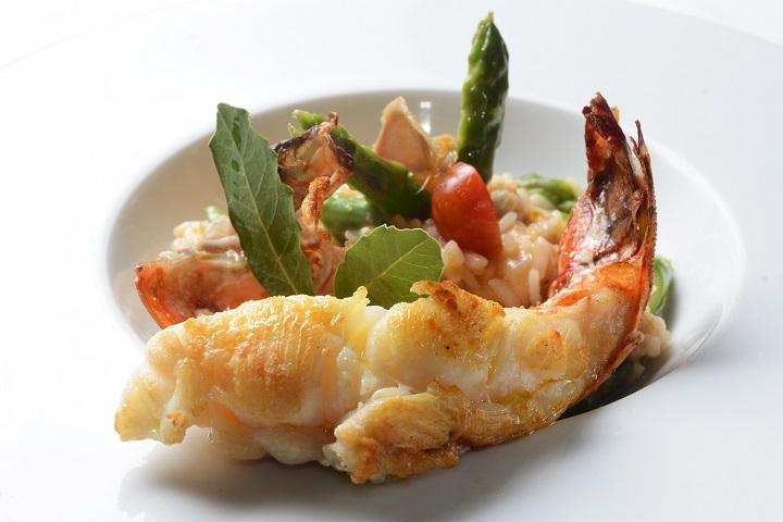 Risoto com lagosta, gengibre, aspargos e tomate confit. Foto: Camilla Maia