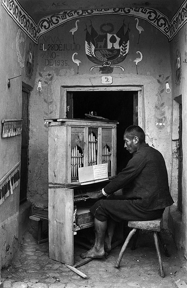 Organista na Capela de Tinta, Sicuani, 1935