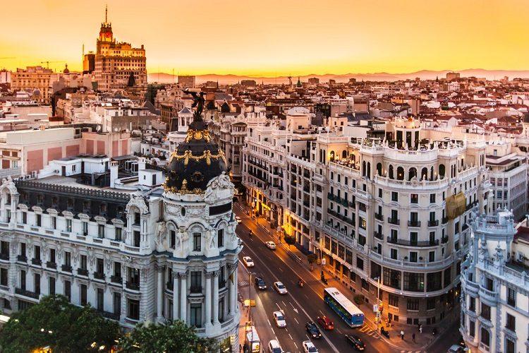 Saiba como conseguir passagens baratas e economizar em Madri