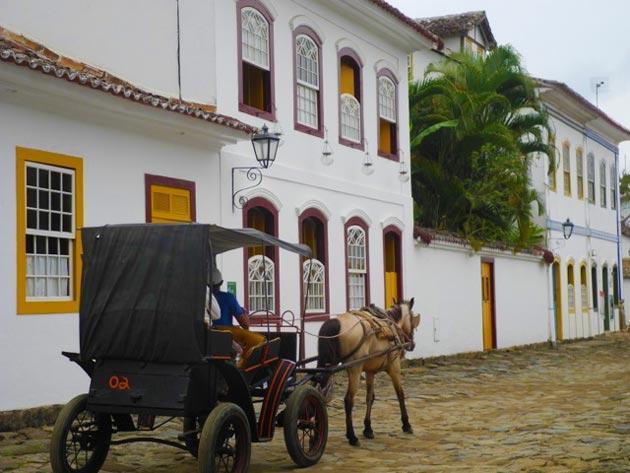 Passeio-de-charrete-Paraty---Hidden-Pousadas-Brazil