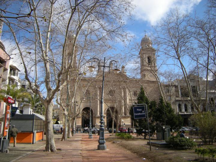 Plaza_Constitución_de_Montevideo,_Uruguay_1