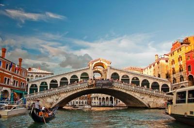 Rialto Bridge, Grand Canal, Venice, Italy1
