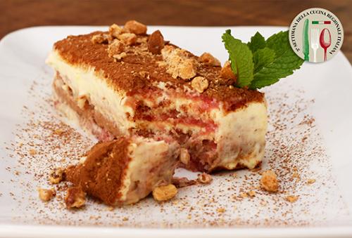 Sacripantina - clássico pão de ló embevecido em licor de café, coberto com creme de mascarpone, avelãs e amêndoas. Esta delícia estará no menu do ZENA CAFFÈ que representa a região de Liguria.