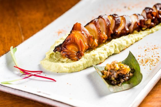 Sushi Izakaya Mok_Tako no Kakuni_polvo com edamame_crédito Filico de Souza (3)