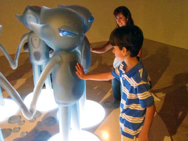 Visita a Exposição Oneness da artista japonesa Mariko Mori nas férias de julho de 2011