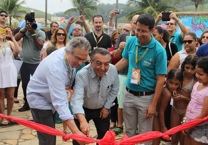 Walter Gama Terra Jr, Mauricio de Sousa e Valmir Ferreira inauguram a área temática Aldeia Papa Capim. Foto: Eduardo Madeira