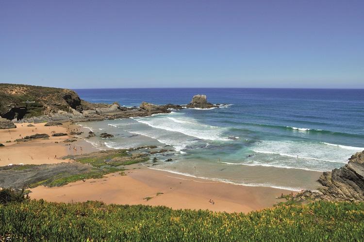 As melhores praias do Alentejo para curtir o verão europeu