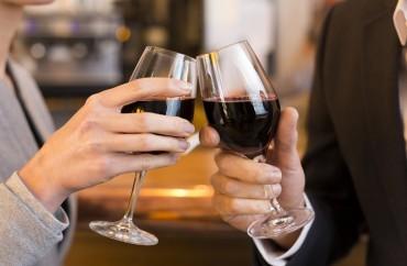 brinde vinho shutterstock_180326012