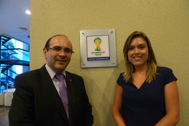 gerente de Vendas & Marketing da rede Pontes Hotéis, Sérgio Paraíso e a gerente geral Andreia Misael