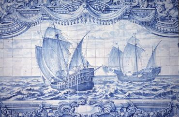 Caravelas portuguesas dos séculos XV e XVI. Pintura de azulejo de autoria anônima, em Lisboa, Portugal, sem data.