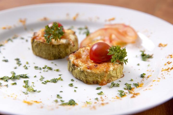 Abobrinha com gorgonzola gratinada