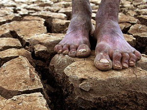 seca no nordeste - pés descalços
