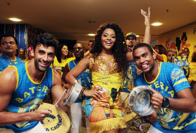Juliana Alves é o destaque da Feijoada de Carnaval do Hotel Windsor Barra com a Bateria da Unidos da Tijuca, onde é a Rainha. Foto de Berg Silva